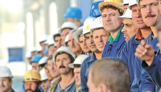 Кабмін затвердив план повернення гастарбайтерів та їх сімей
