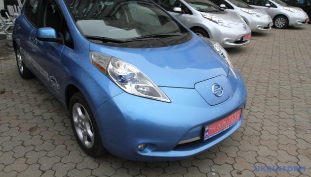 Українці активно купують електрокари. Лідирує Nissan