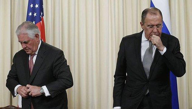 Тиллерсон Лаврову об Украине: санкции против РФ остаются. Украинскую тему поднял сам Трамп
