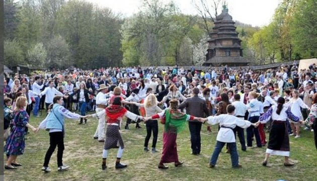 Великдень у Львові: «Кривий танець» та «Алея благословення»
