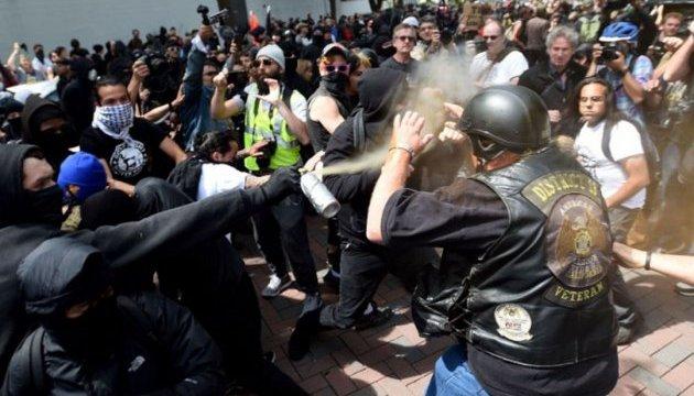 У США заарештовано 13 людей внаслідок сутичок на демонстрації проти Трампа