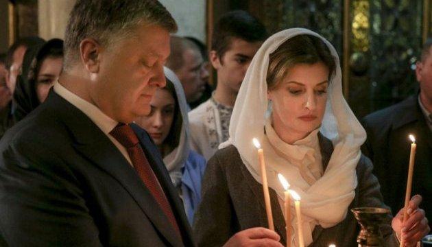 У Великодню ніч Президент з дружиною молилися за Україну