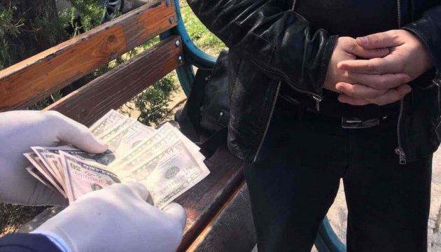 СБУ затримала працівників фіскальної служби під час отримання хабара