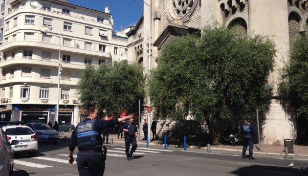 Великодню службу у Ніцці перервав чоловік, озброєний чимось, схожим на ковбасу