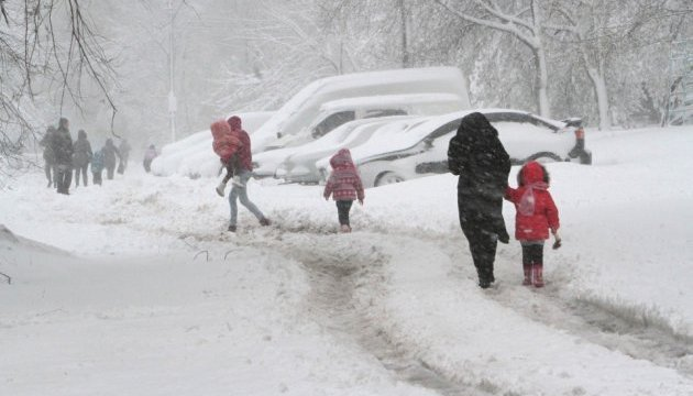 У Дніпрі через сніг обмежили рух фур