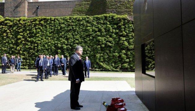 Порошенко вшанував пам'ять жертв теракту у Вестмінстері