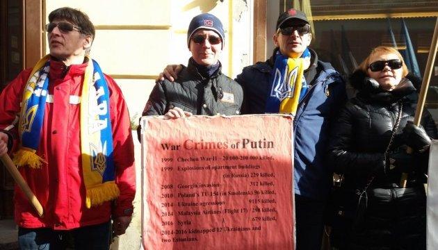 У Таллінні знову пікетували посольство Росії