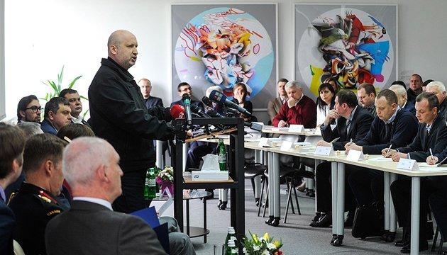 Росія стягнула на кордон з Україною 50 тисяч військових — Турчинов