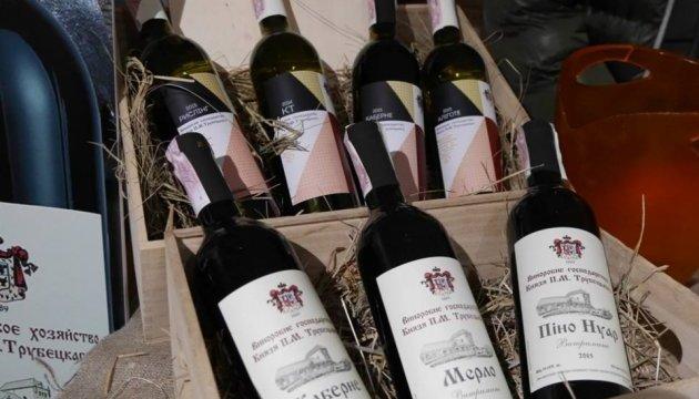 Сакура-фест: в Ужгороді стартував фестиваль рожевого вина