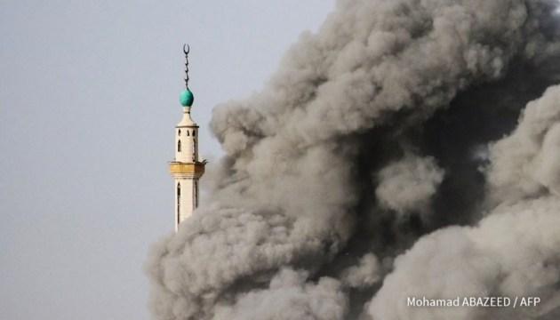 Режим Асада бомбит зону деэскалации в пригороде Дамаска