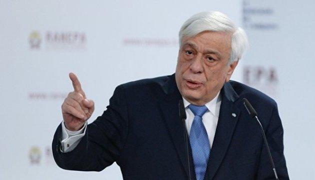 Президент Греції привітав Макрона з перемогою над