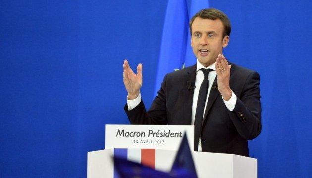 Макрон у разі обрання президентом Франції хоче ввести санкції проти Польщі