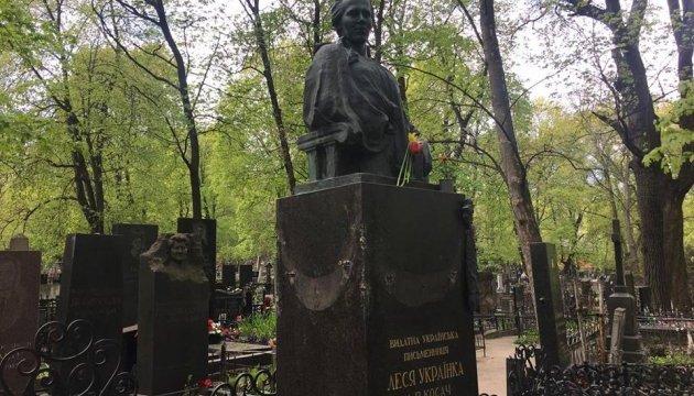 Поліція піймала вандала, який понівечив могилу Лесі Українки