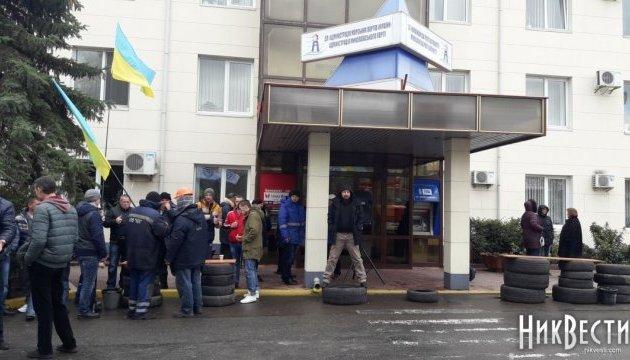 У Миколаєві четвертий день протестують портовики