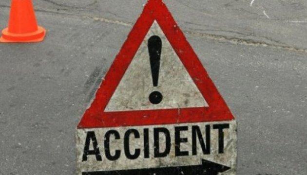 На Волині водій вантажівки збив трьох підлітків на тротуарі й утік