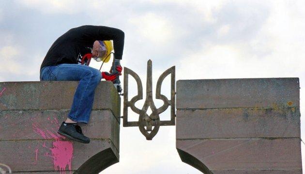 Україна зупиняє легалізацію польських пам'ятників – В'ятрович