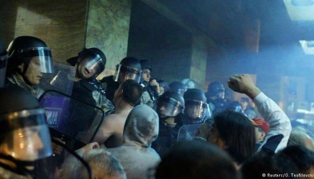 Під час штурму парламенту Македонії поранені 77 осіб