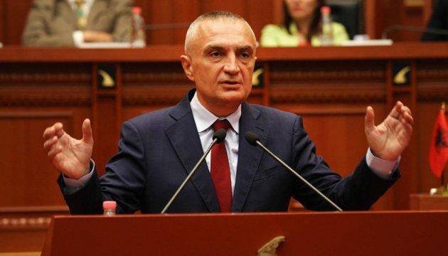 В Албанії з четвертої спроби обрали президента