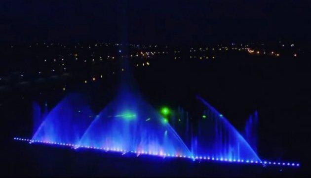 Президент з'явився у Вінниці на відкритті нового сезону фонтану