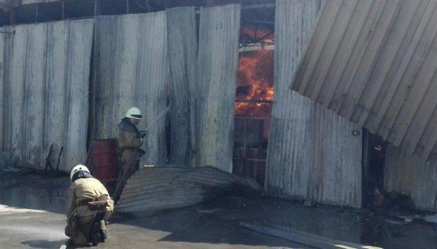 У Дніпрі спалахнула пожежа на складі з гофрокартонним виробництвом