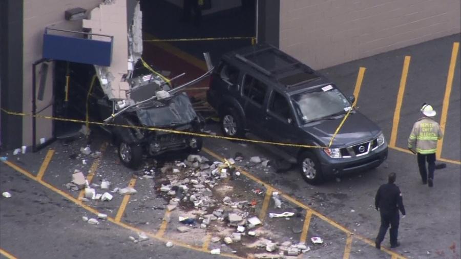 Автомобиль врезался втолпу вСША, необошлось без жертв