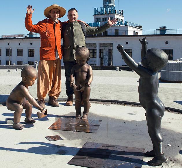Скульптор Владимир Журавель со своим отцом  художником Николаем Журавлем