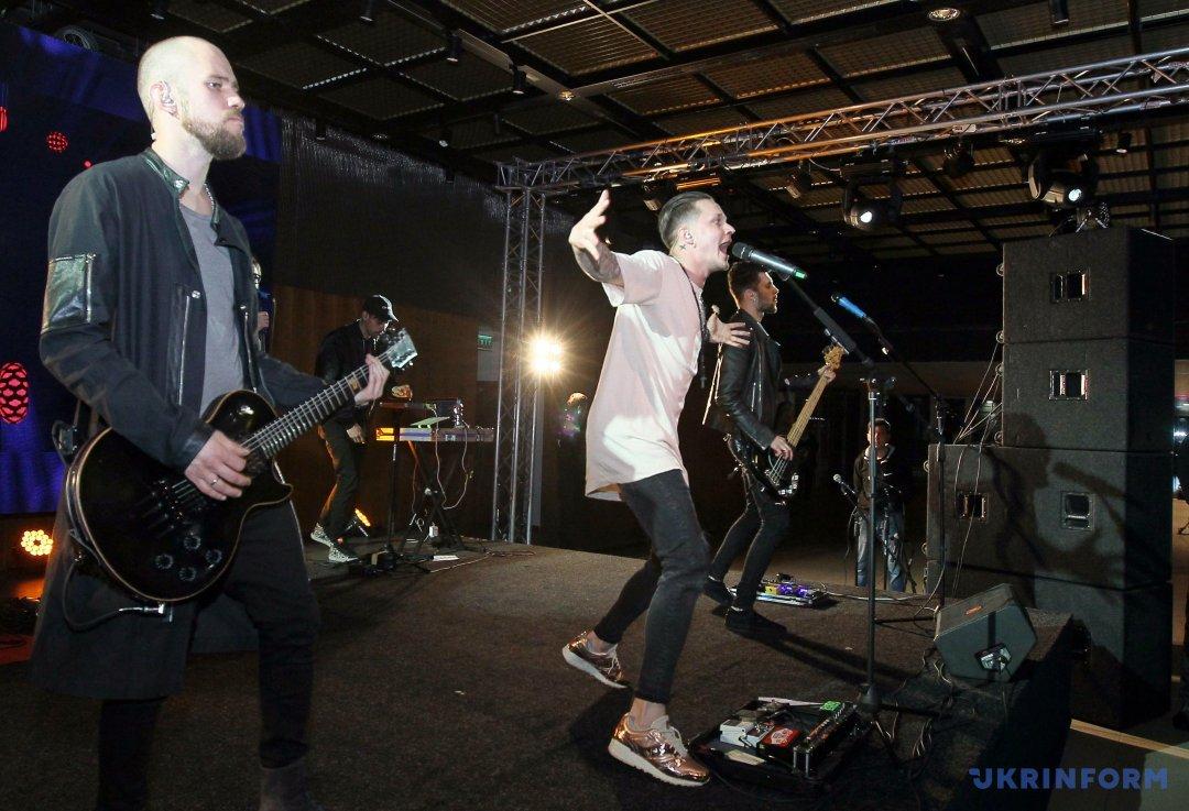 Гурт O.Torvald, який представлятиме Україну на Євробаченні-2017, виступає на відкритті EuroClub. Фото: Володимир Тарасов