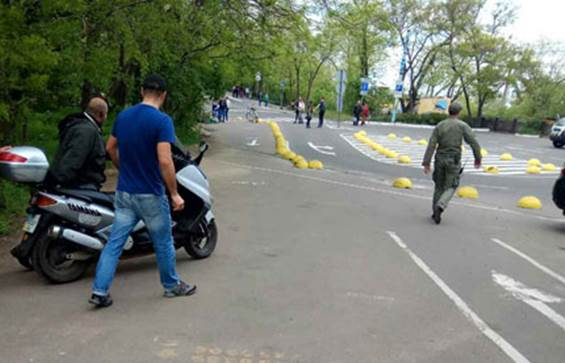 ВОдессе милиция задержала вооруженного мужчину вформе 2-ой мировой войны