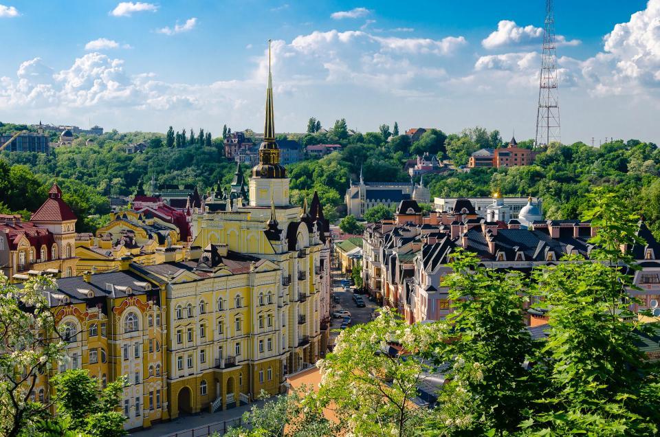 Шукачам культурного збагачення, варто звернути увагу на неймовірно красиву та еклектичну архітектуру Києва.