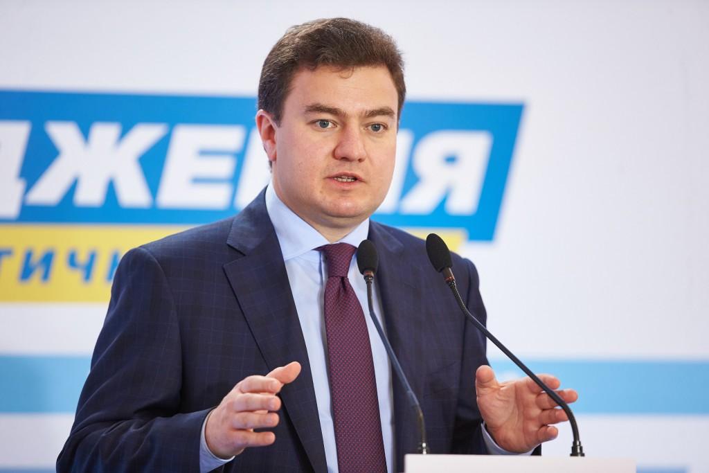 Член депутатської групи «Відродження» Віктор Бондар