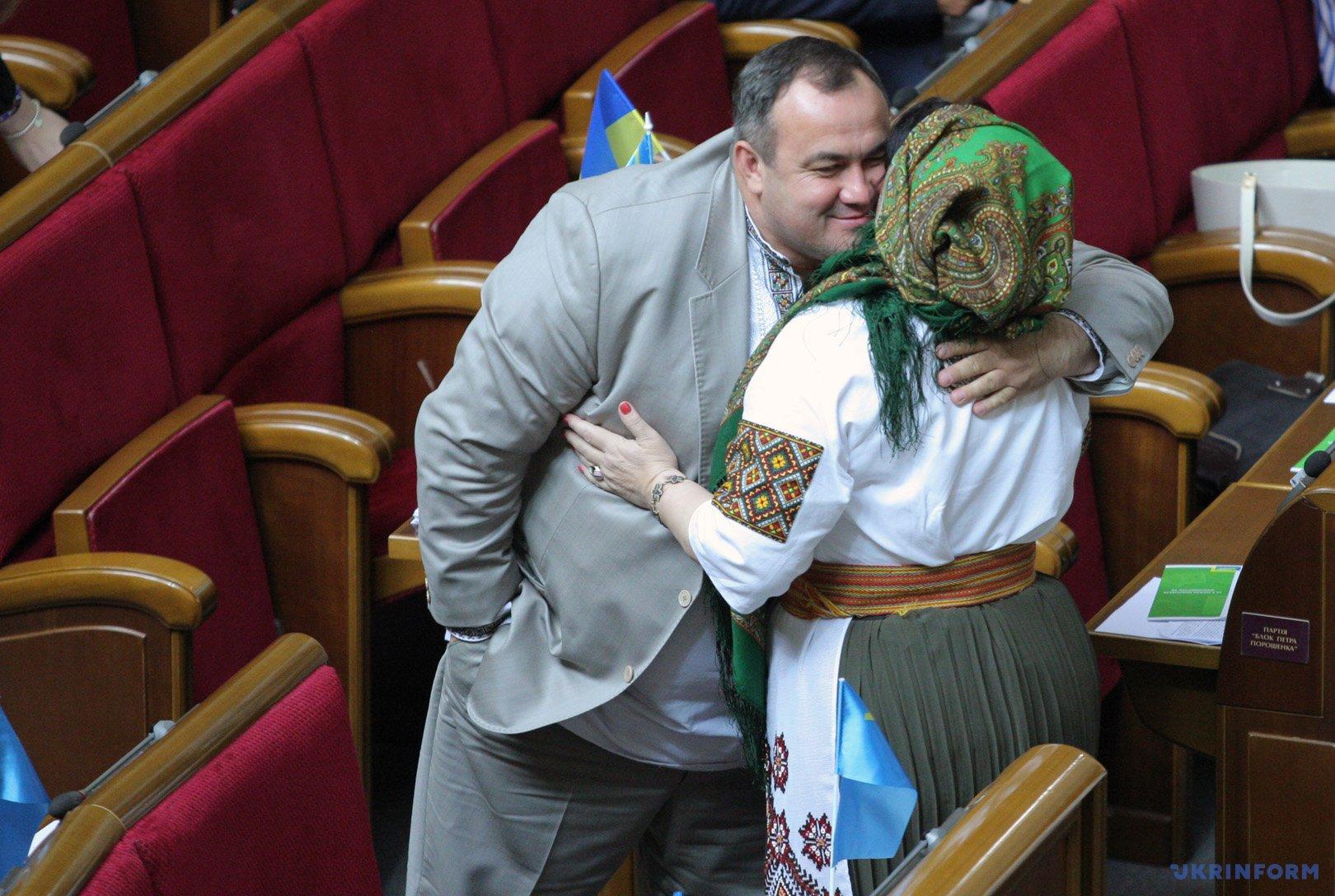 Народные депутаты Украины в вышиванках во время заседания парламента / Фото: Даниил Шамкин, Укринформ