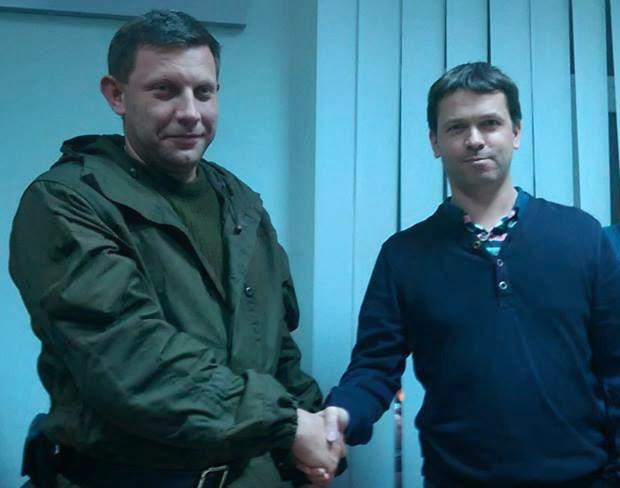 Ліворуч лідер бойовиків ДНР О. Захарченко (ліворуч) і керівник відділу з питань Кавказького регіону неурядової організації