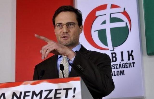 Член угорської партії «Йоббік» Мартон Дьондьоші