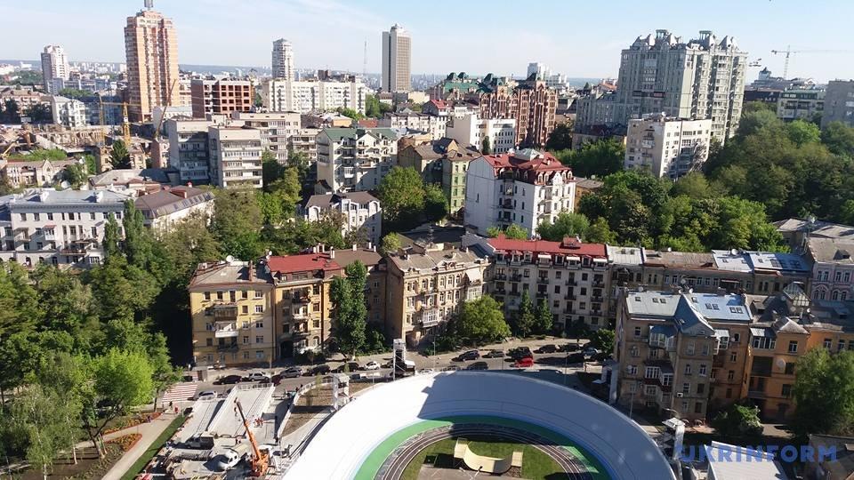 Вид із 17-го поверху житлового комплексу