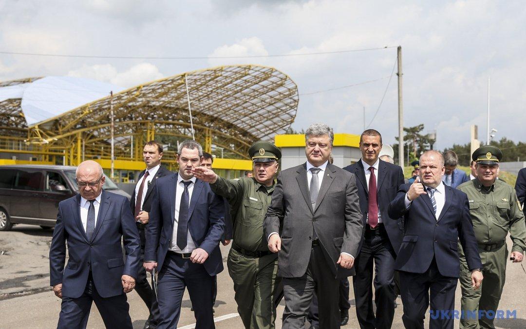Порошенко пообещал украинские паспорта жителям Крыма иДонбасса