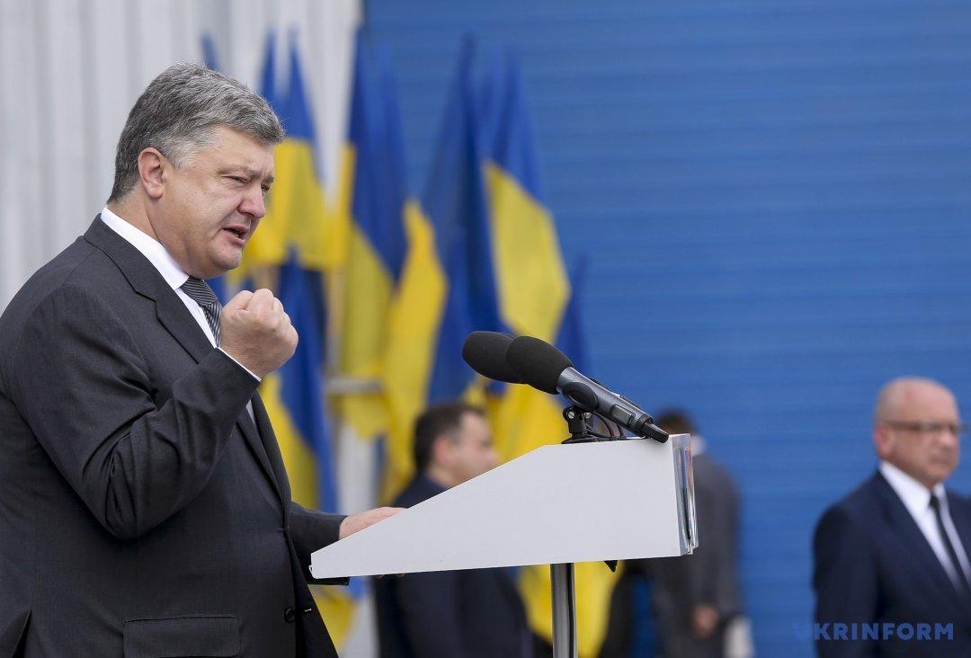 Порошенко: граждан Донбасса иКрыма нельзя оставить без загранпаспортов