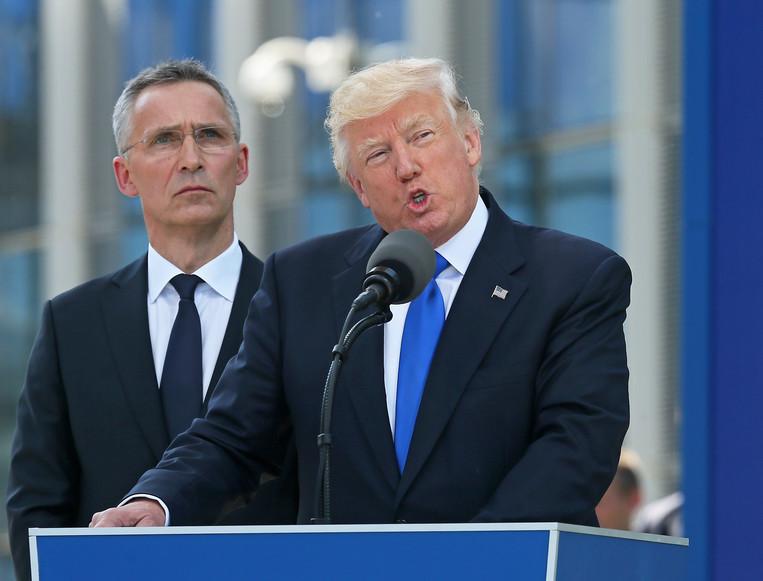 Дональд Трамп (зправа), Йенс Столтенберг. Фото:  EPA