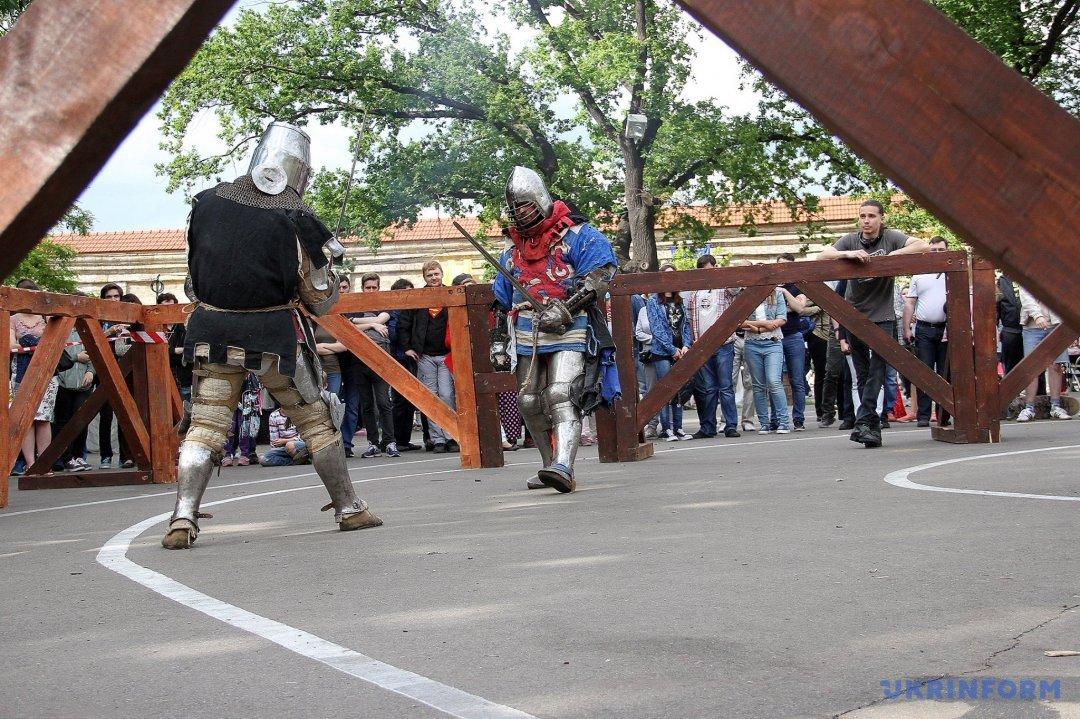 """В Одесі проходить фестиваль середньовічної культури """"Порохова вежа"""""""