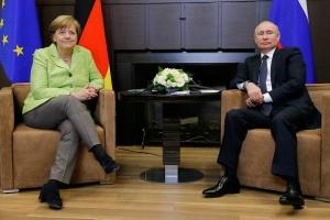 """Меркель и Путин обсудили подготовку к """"нормандскому"""" саммиту"""