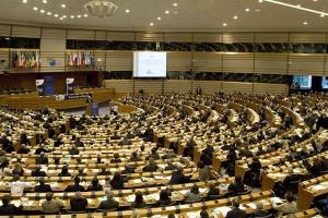 Самые большие фракции Европарламента могут потерять места на выборах