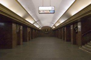 У київському метро людина впала на колію