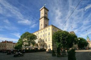 На позачерговій сесії Львівської міськради сталася сутичка