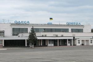 """В Одесі """"замінували"""" аеропорт"""