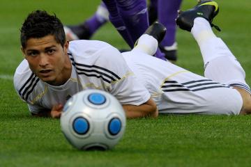 Роналду из-за COVID-19 не сыграет в матче против «Барселоны» с Месси - СМИ
