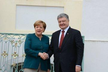 Petro Porochenko et Angela Merkel se sont accordés sur les efforts concernant la mission de paix dans le Donbass