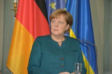 Урядова делегація ФРН на чолі з Меркель вирушила до Парижа