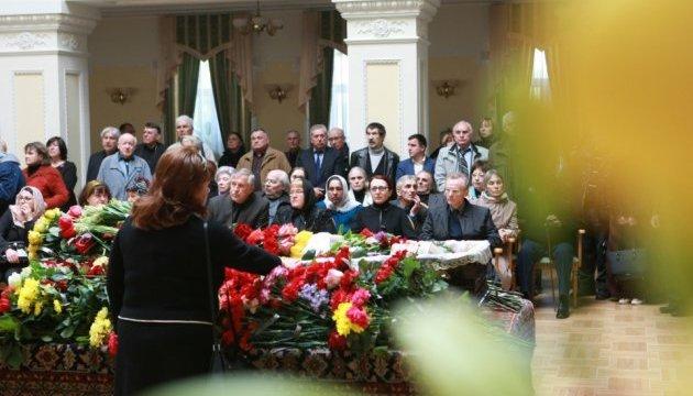 У Києві прощаються із Борисом Олійником