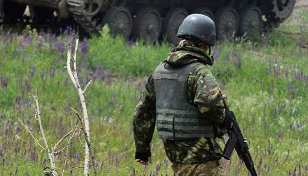 One Ukrainian soldier killed, four wounded in ATO zone, one soldier died in hospital