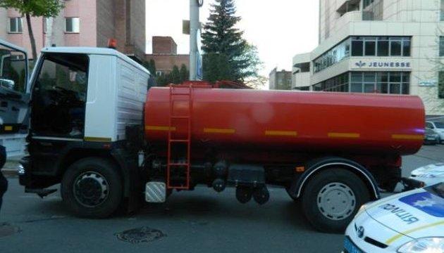 В киевских коммунальщиков угнали водовоз