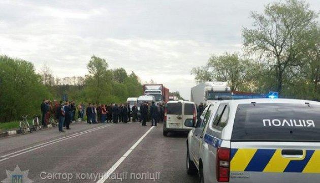 """Результат пошуку зображень за запитом """"протестувальники перекрили рух автотранспорту"""""""